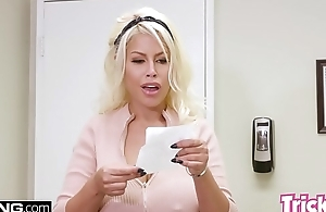 Trickery - MILF Bridgette B has sex with reference to her big unearth doctor